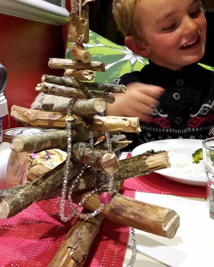 waldgeister und totholzbaum 5 ideen f r ein nachhaltiges weihnachtsfest wwf schweiz. Black Bedroom Furniture Sets. Home Design Ideas